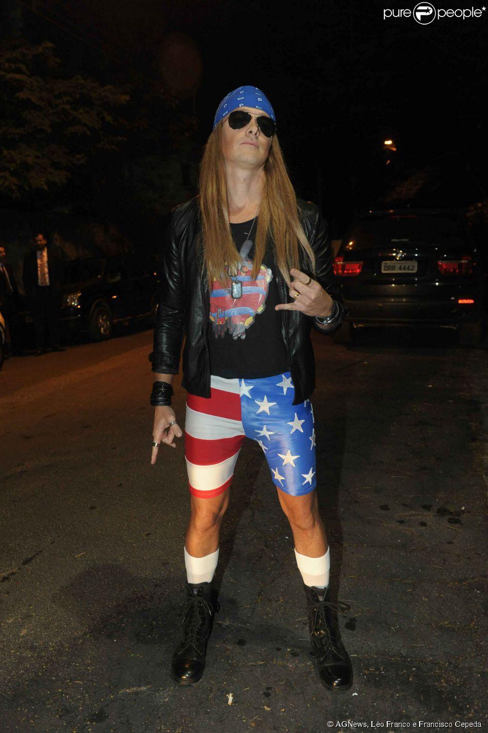 Rodrigo Faro encarna Axl Rose, vocalista do Guns n' Roses, na festa a