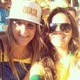 Bruna Marquezine assiste à vitória do Brasil e tira foto com fã no estádio