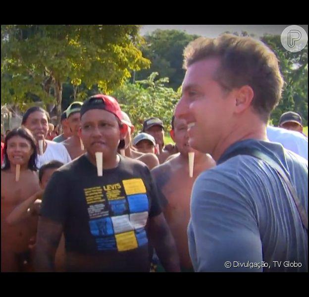Luciano Huck e Ronaldo embarcam para uma matéria em uma tribo indígena