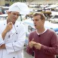 Luciano Huck e Ashton Kutcher foram ao Sambódromo provar comidas argentinas durante o programa 'Caldeirão do Huck' do último sábado, 12 de julho de 2014
