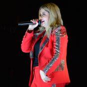 Tipo paquita: Marília Mendonça capricha com conjunto vermelho em show. Fotos!