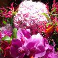 Juliana Paes ganhou flores do marido,  Carlos Eduardo Baptista,  no Dia dos Namorados