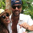 Juliana Paes curtiu férias com marido,  Carlos Eduardo Baptista,  nas Ilhas Malvidas