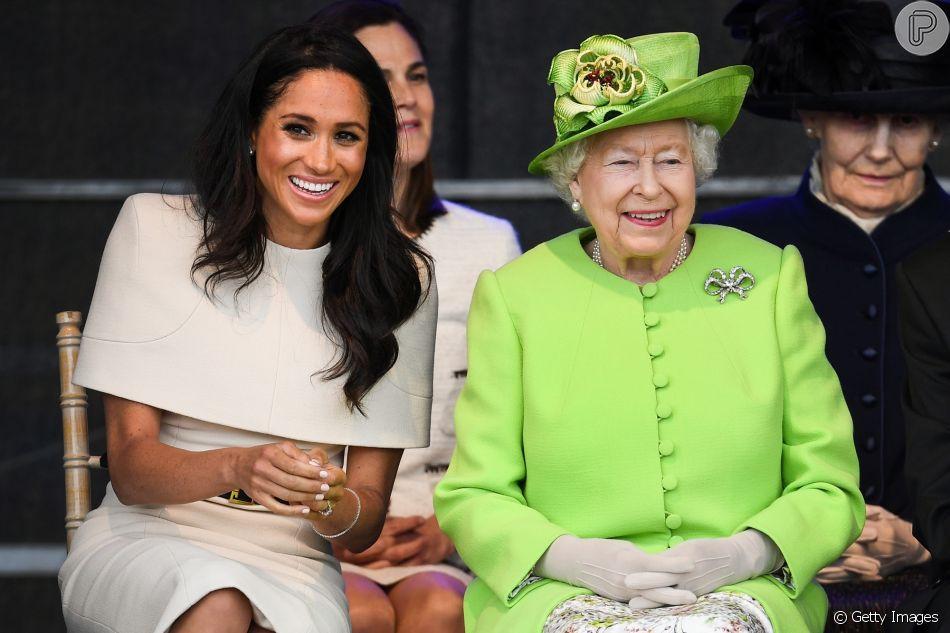 Meghan Markle se confundiu com protocolo da realeza durante viagem com a rainha Elizabeth II nesta quinta-feira, dia 14 de junho de 2018