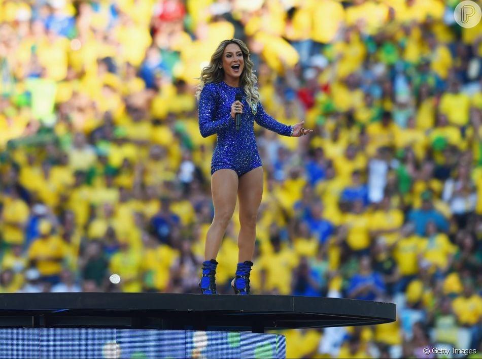 Claudia Leitte mostrou animação para a Copa do Mundo na Rússia nesta quinta-feira, 14 de junho de 2018
