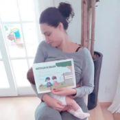 Débora Nascimento, com filha no colo, mostra certificado após 1ª vacina: 'Sofri'