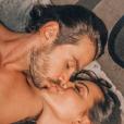 Carla Prata postou foto beijando o namorado, o sertanejo Mariano