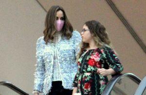 Ana Furtado usa máscara em passeio após iniciar quimioterapia contra câncer
