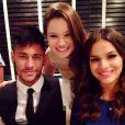 Bruna Marquezine e Neymar foram os mais assediados durante a noite de despedida de 'Em Família'