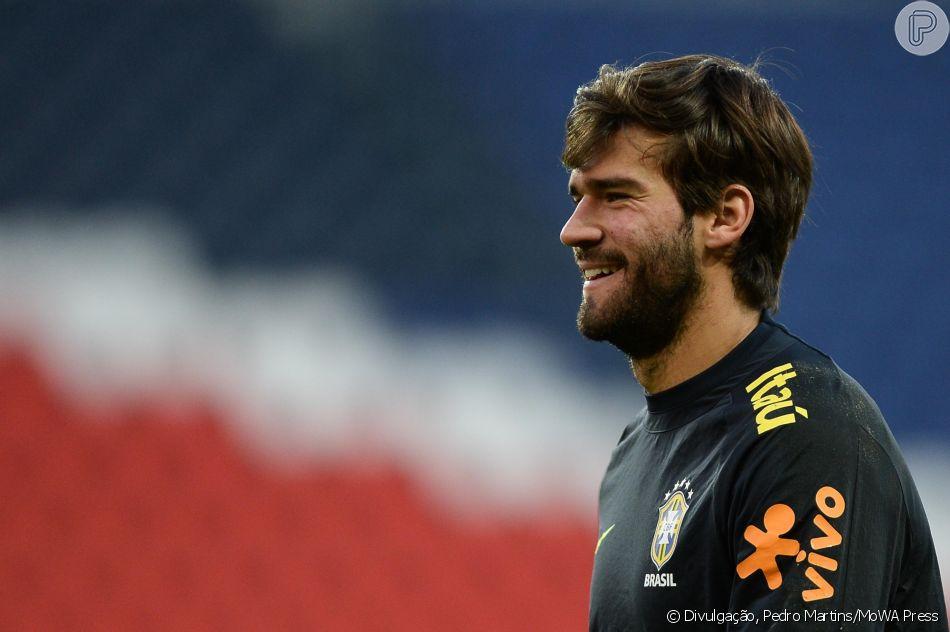 Mas o dia é só de sorrisos para Alisson! Depois do jogo do Brasil contra a Costa  Rica 920caaa701d9f