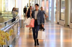 Marquezine usa look jeans Balenciaga em jogo do Brasil na Rússia. Aos detalhes!