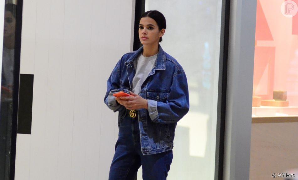 Bruna Marquezine, já clicada anteriormente em looks jeans, escolheu uma produção Balenciaga em jogo do Brasil na Rússia, nesta sexta-feira, dia 22 de junho de 2018