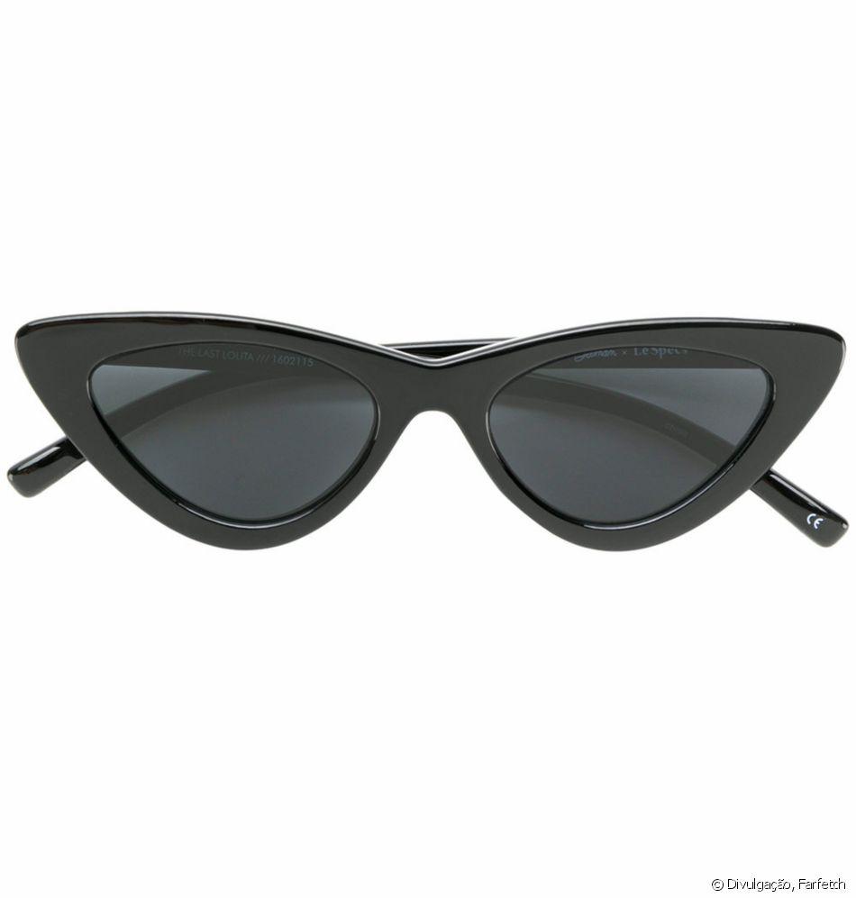 Bruna Marquezine ousou óculos retrô Les Specs, de R  1.200, em jogo do  Brasil 5f621ea021