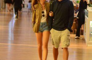 Marina Ruy Barbosa alia short jeans e salto em passeio com marido, Xande  Negrão aadba63a77