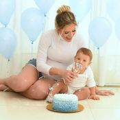 Smash the cake! Andressa Suita mostra filho lambuzado de bolo: 'Ritmo de festa'