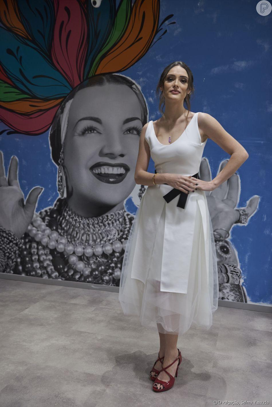 Isabelle Drummond elegeu um look leve e delicado para participar da inauguração do coworking SPACES Cinelândia, no Centro do Rio de Janeiro, na noite desta quinta-feira, 28 de junho de 2018