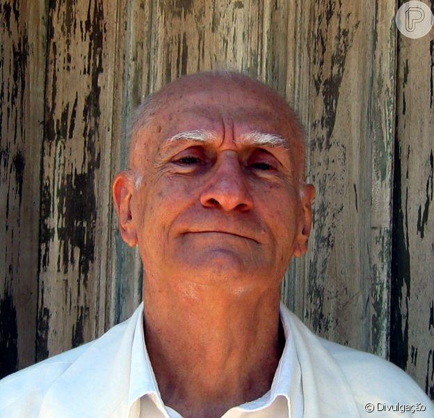 Ariano Suassuna passou por uma cirurgia no hospital do Recife após sofrer AVC; estado de saúde do escritor é estável