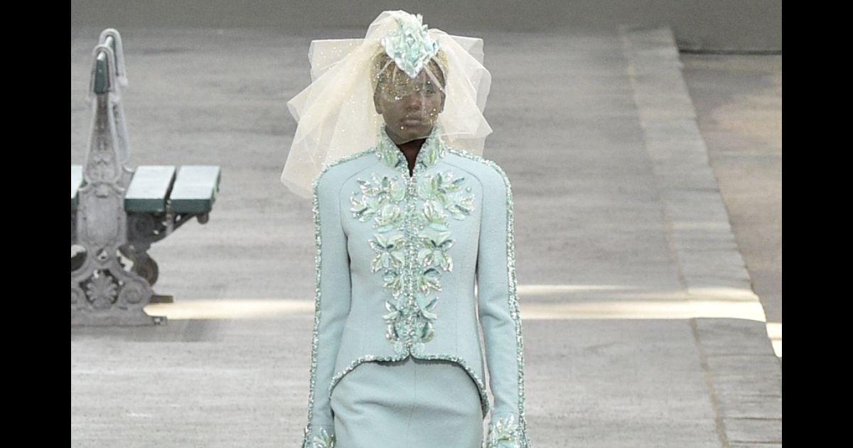 2d0ddc9da Chanel elege sudanesa para ser a noiva de desfile: modelo é 2ª negra no  posto. 'Fiz história' - Purepeople