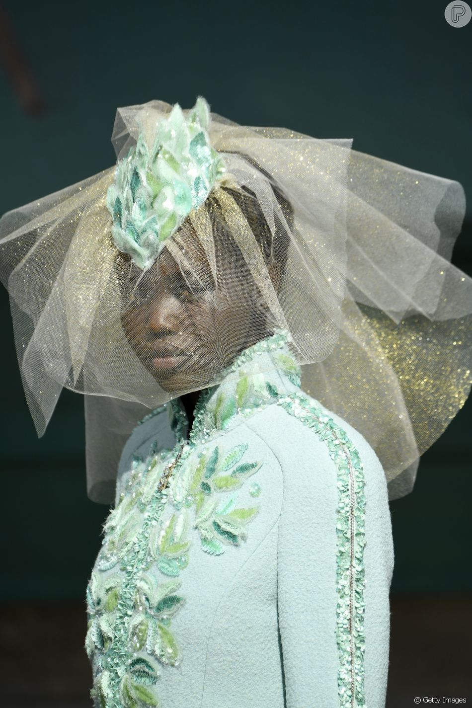 bda8b352d Nesta temporada de alta-costura, Adut Akech entrou na passarela da  Givenchy, Dior e Chanel