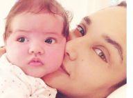 Débora Nascimento baba pela filha, Bella, de 2 meses: 'Ternurinha'. Veja foto!