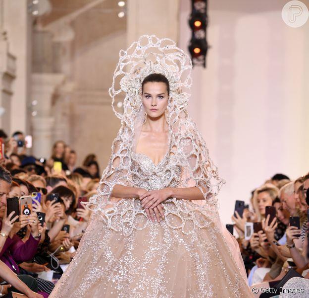 Noivas da alta-costura outono/inverno 2019: Elie Saab aposta na riqueza dos bordados em cristais