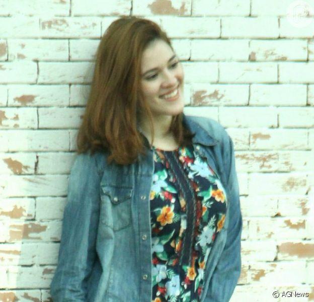 Jeans e floral! Ex-BBB Ana Clara alia tendências em look durante passeio nesta segunda-feira, dia 09 de julho de 2018