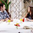Luísa (Milena Toscano) recebe flores de Afonso (Victor Pecoraro) e decide aceitar seu convite para sair, deixando o rapaz animado na novela 'As Aventuras de Poliana'