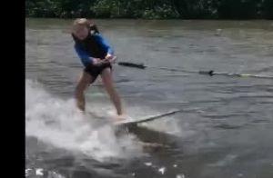 Luciano Huck mostra o filho Benício fazendo surf boat no Havaí: 'Férias'. Vídeo!