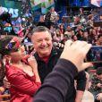 Durante o programa, Anitta descobriu por Arnaldo Cézar Coelho que o comentarista da TV Globo, Walter Casagrande, é seu admirador