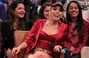 Anitta garante que não está nua em novo clipe: 'Roupa colada no corpo'