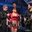 No programa, Anitta cantou a música 'Billie Jean, em parceria com Lucas Silveira, da banda Fresno