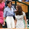 Kate Middletoncompletou produçao de bolsa Dolce e Gabbana e scarpin nude