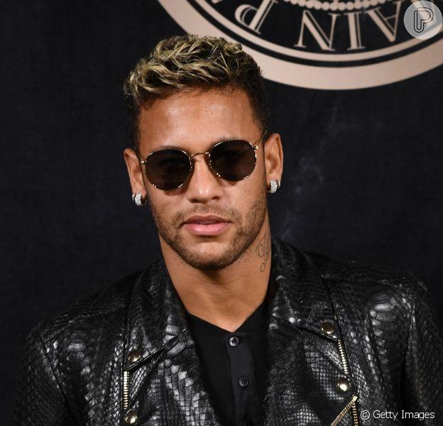 Neymar aparece ao lado de amigos em foto em noite de pôquer, em São Paulo, em 14 de julho de 2018