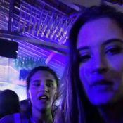 Giulia Costa curte festa com filha de Fátima Bernardes: 'Da França para o Rio'