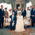 Kate Middleton e príncipe William posam com integrantes da família