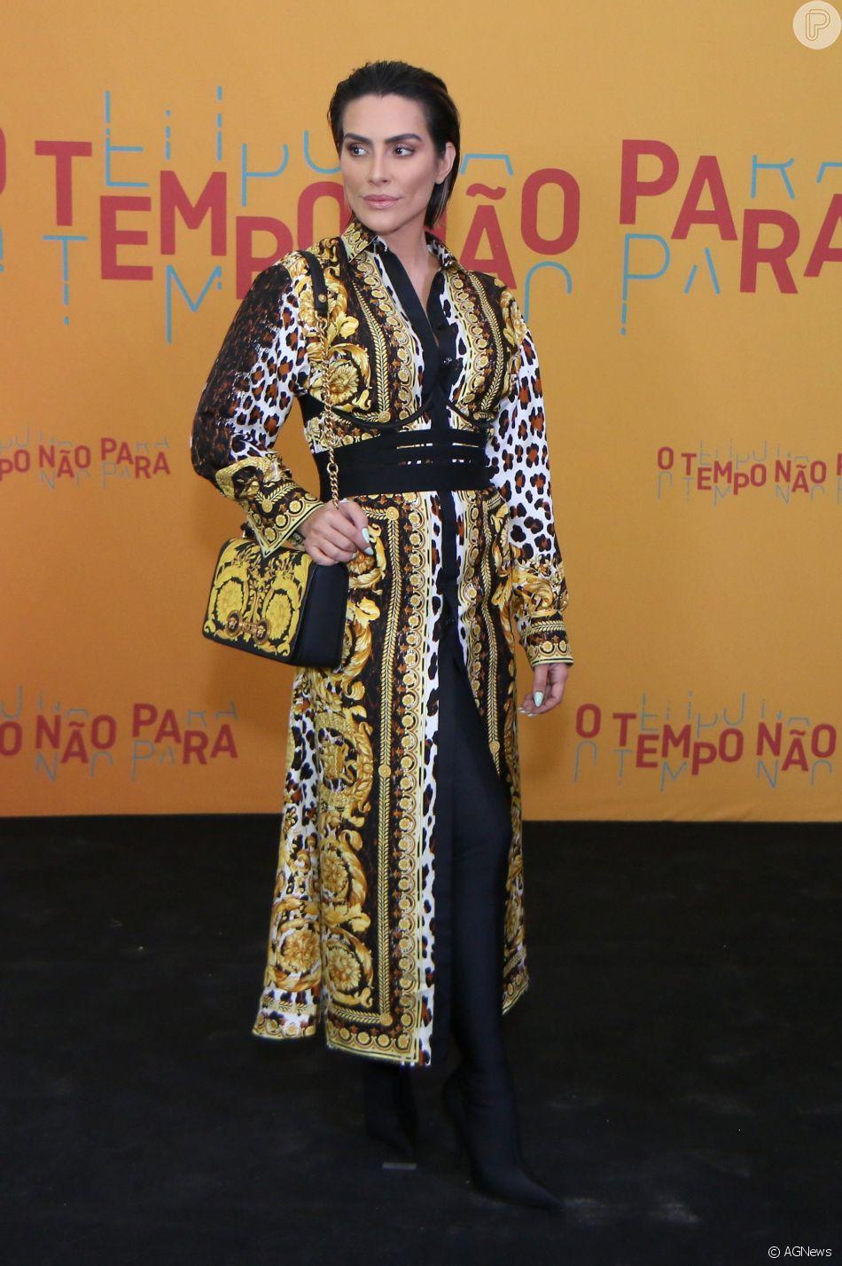 Cleo na festa de lançamento da novela 'O Tempo Não Para', em 16 de julho de 2018, atriz escolheu botas longuíssimas para complementar o look