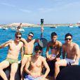 Além de Bruna Marquezine, Neymar também está na companhia de amigos
