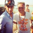 Neymar atendeu a todos os pedidos de foto com simpatia