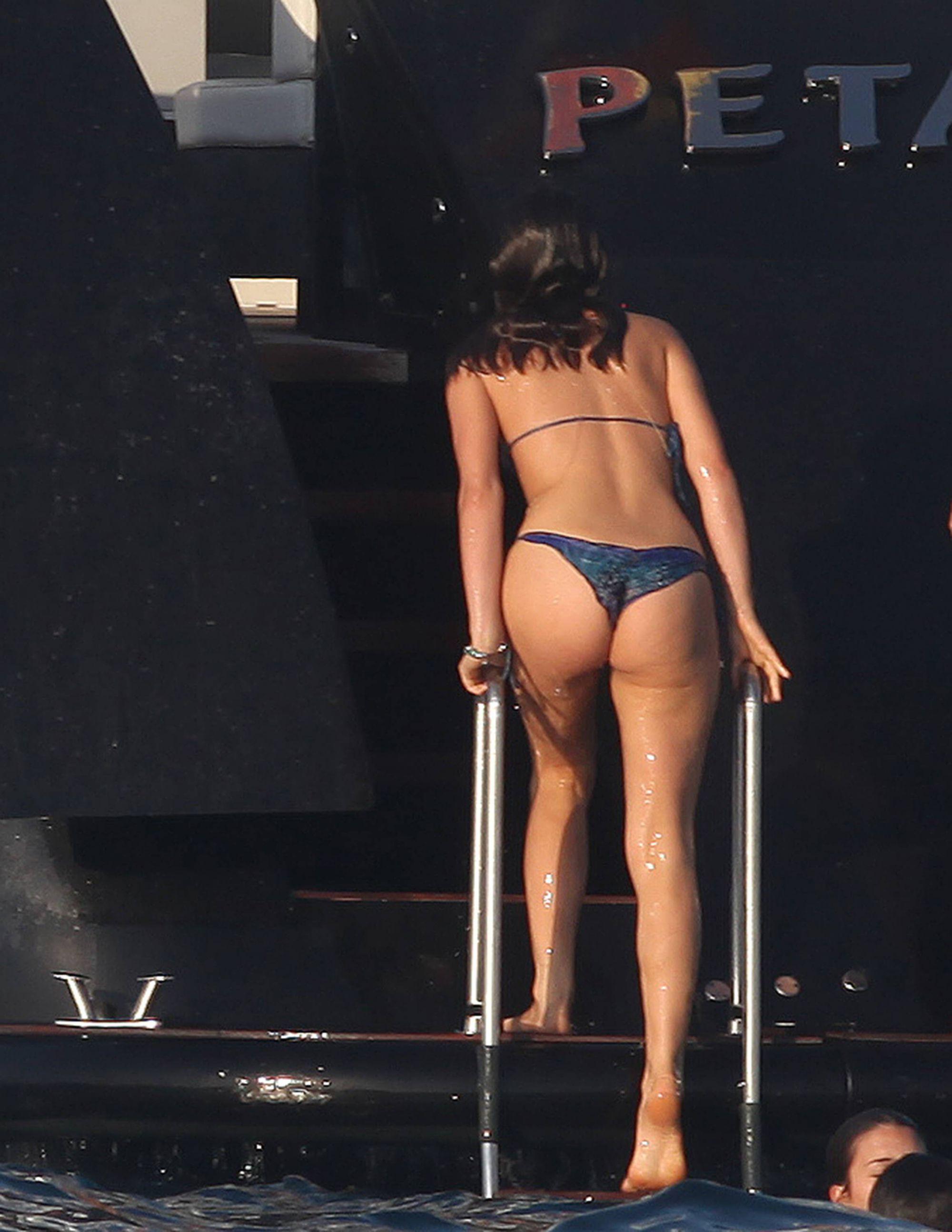 Bruna Marquezine wet ass
