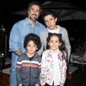 Marcos Mion mostra filhos Romeo, Donatella e Stefano em piscina: 'Foto de pai'