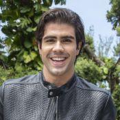 Juliano Laham não vê tabu em beijar outro ator em novela: 'Não vejo problema'