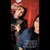Marquezine e Marina Moschen cantam em bastidor de novela:'Com arco-íris na cara'