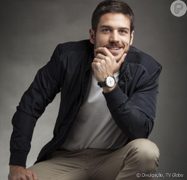 Marco Pigossi comenta a saída da TV Globo para estrear duas séries na Netflix
