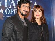 Thaila Ayala exibe novo visual, com franja, ao assistir peça com namorado. Fotos
