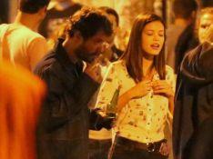 Maurício Destri curte noite com a atriz Vitória Strada em bar no Rio. Veja fotos
