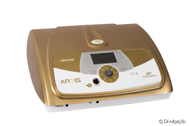 aparelho que contém microagulhas banhadas a ouro para estimular o colágeno