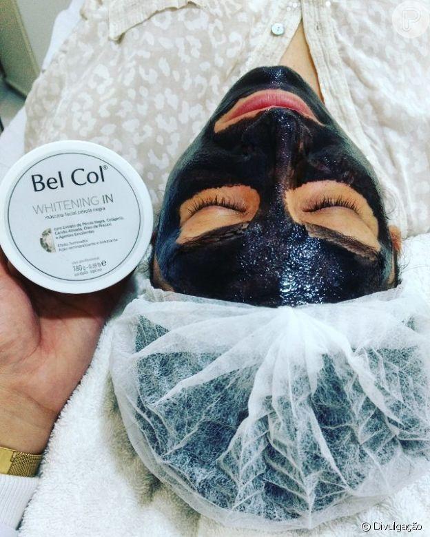 Máscara da Bel Col usa carvão ativado para clareamento e controle da oleosidade