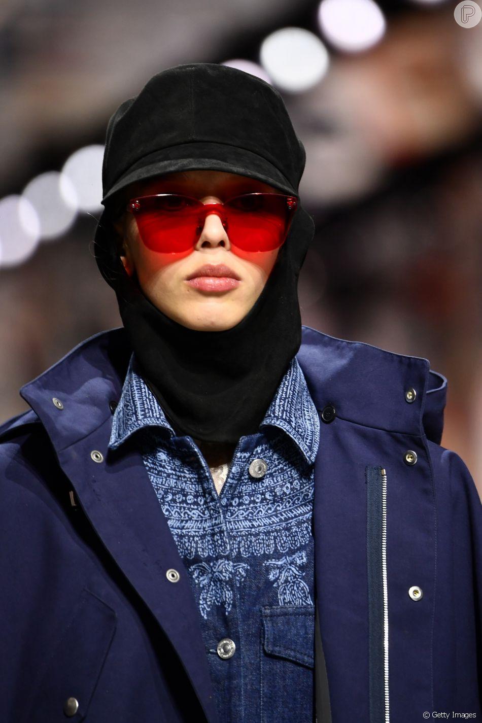 68d7ffd32a7f5 Os óculos colorquake da Dior  em tamanho menor, com lentes vermelhas ...