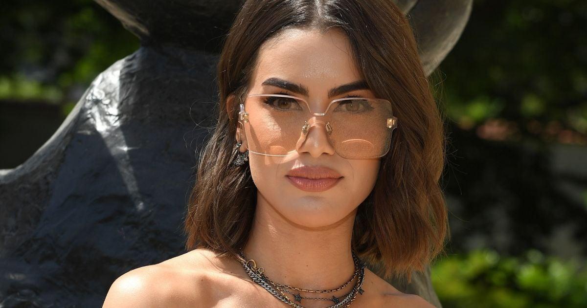 Os óculos tendência da Dior têm a cara da moda dos anos 90 e conquistou as  famosas - Purepeople cce56575d2