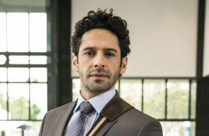 Novela 'O Tempo Não Para': Samuca demite Emílio por beijo roubado em Marocas